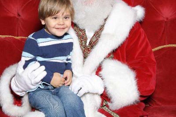 12/05/2011 – Its Santa!  I Know Him!